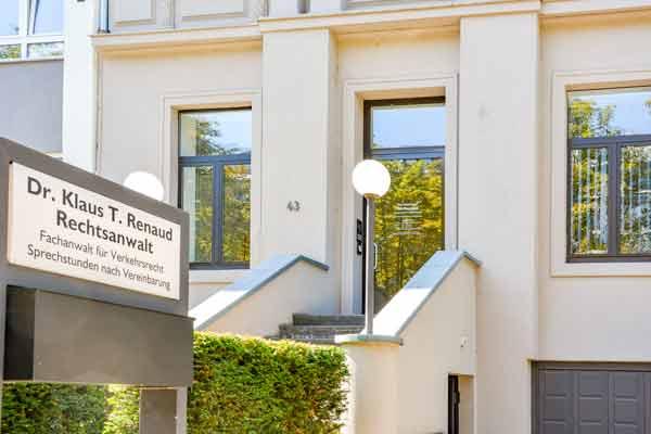 Eingang Rechtsanwalt Renaud in Wiesbaden